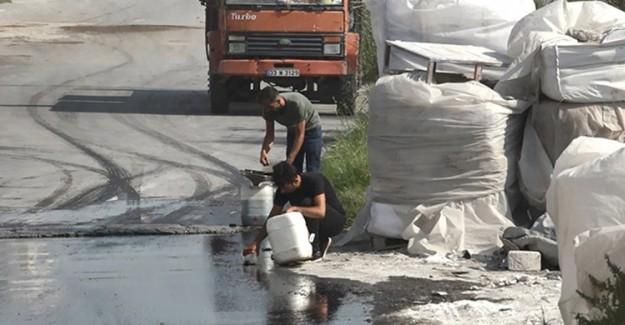 Akaryakıt Yüklü Tanker Devrilince Akan Mazotu Vatandaşlar Bidonlara Doldurdu