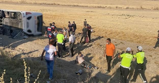 Aksaray- Adana Karayolunda Yolcu Otobüsü Devrildi: 30 Yaralı