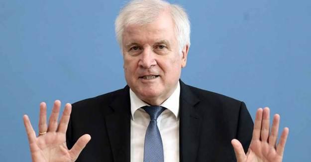 Alman İçişleri Bakanı Seehofer Irkçılık Araştırmasına Onay Verdi