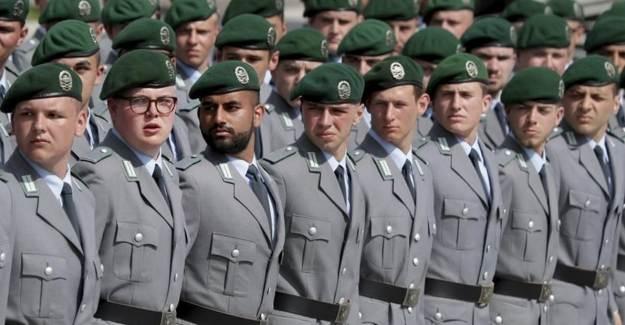Alman Ordusunda Taşlar Yerinden Oynuyor