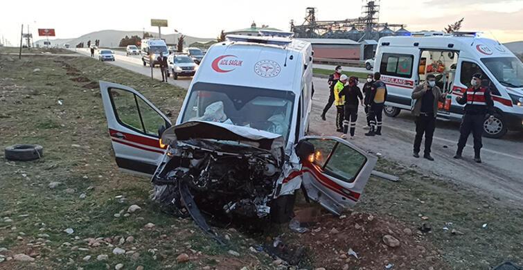 Ambulans İle Otomobil Çarpıştı!