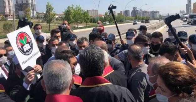 Ankara'da Baro Başkanları İle Polis Arasında Arbede Yaşandı