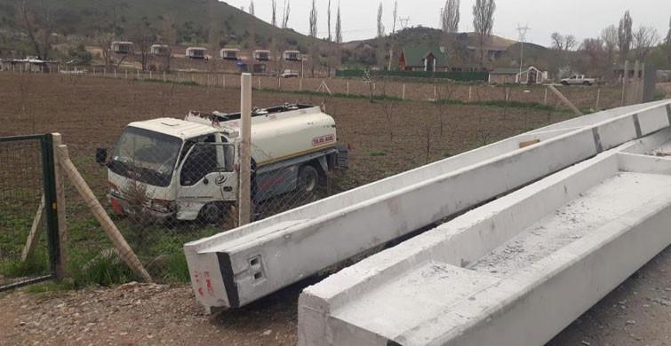 Ankara'da Beton Kolon Yola Düşünce Kaza Meydana Geldi:1 Yaralı