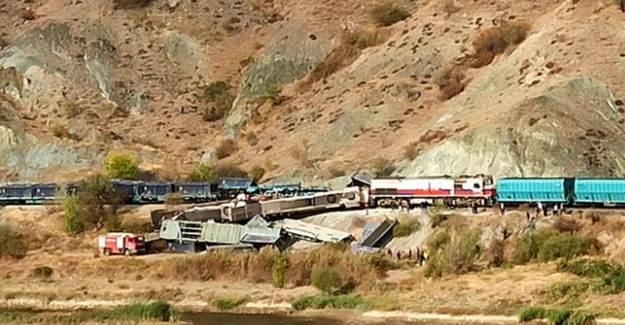 Ankara'da 2 Tren Çarpıştı: Makinistler Öldü