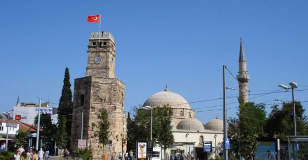 Antalya Saat Kulesi Restore Ediliyor