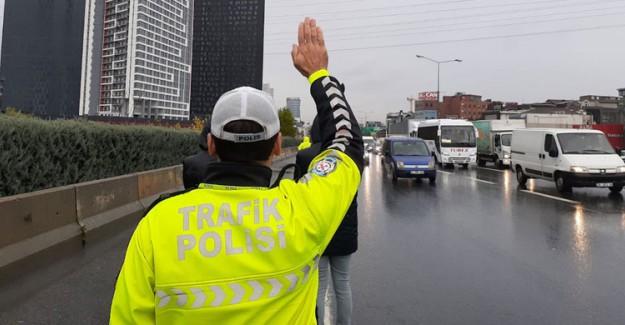 Antalya'da Ters Şeritte Drift Yapan Sürücüye 15 Bin Lira Ceza Kesildi