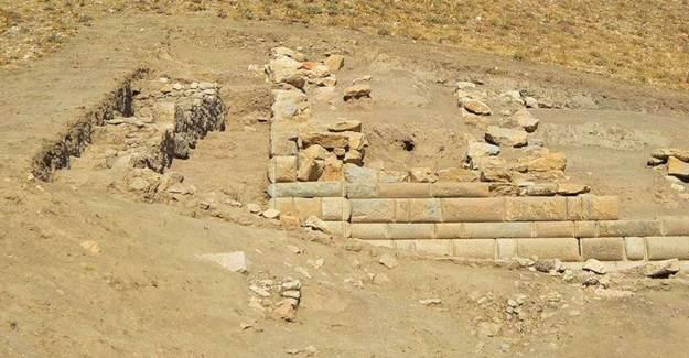 Apameia Antik Kenti Bölgesinde Helenistik Döneme Ait 'Duvar' Bulundu