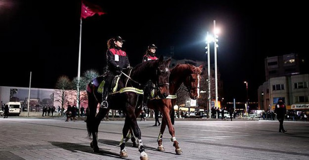 Atlı Polisler İlk Defa Taksim'de Görev Yapıyor