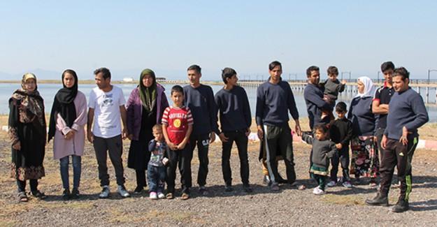 Ayvalık'ta 18 Kişilik Aile Olan Göçmen Grubu Kaçarken Yakalandı