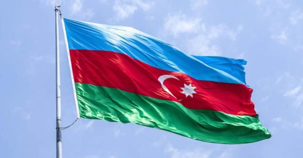 Azerbaycan'da Sıkıyönetim İlan Edildi