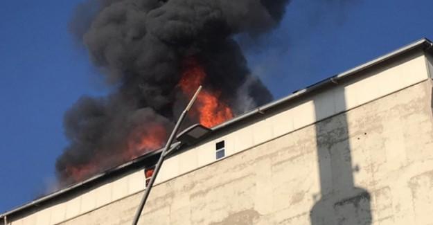 Batman'da İş Merkezinde Korkutan Yangın