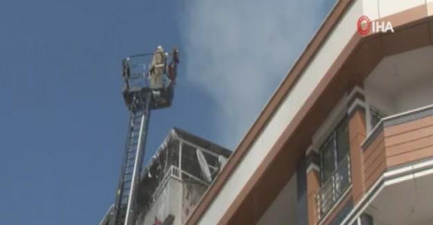 Bayrampaşa'da 7 Katlı Binanın Çatı Katı Yandı