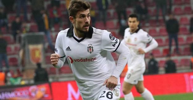 Beşiktaş Futbolcusu Dorukhan Toköz Fenerbahçe Yolunda