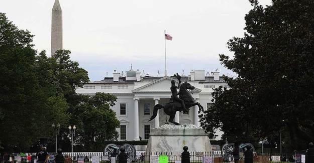 Beyaz Saray'ın Önünde Heykel Yıkma Eylemi