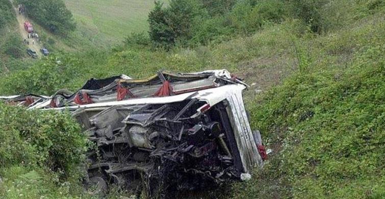 Bolivya'da Otobüs Uçuruma Yuvarlandı: 21 Ölü 20 Yaralı