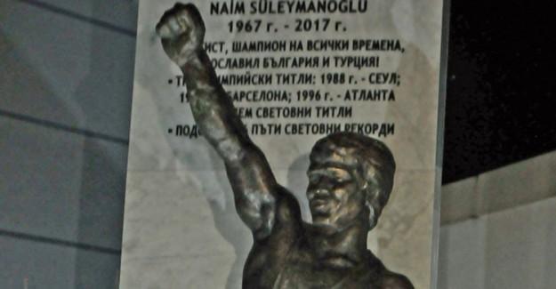 Bulgaristan'da Naim Süleymanoğlu Heykeli Açıldı