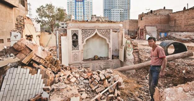 Çin Doğu Türkistan'daki Camileri Yıkıyor