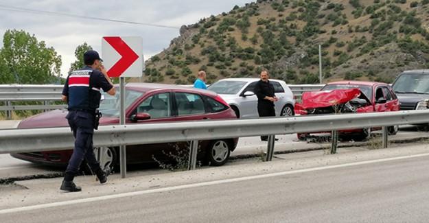 Çorum'da Zincirleme Kazada 11 Araç Birbirine Girmesi Sonucu 7 Kişi Yaralandı