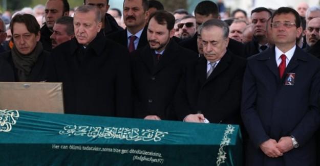 Cumhurbaşkanı Erdoğan ile Ekrem İmamoğlu Cenazede Birlikte Saf Tuttu