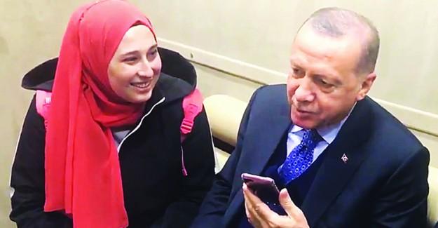 Cumhurbaşkanı Erdoğan Sivas Mitingi Sonrasında Genç Kızların Ricasını Kırmadı