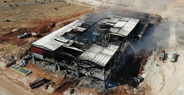 Depo Yangını Ancak 15 Bin Ton Su İle Durdurulabildi