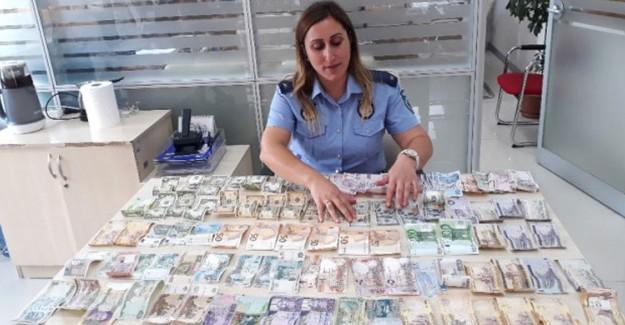 Dilencinin Üzerinden 15 Farklı Devlete Ait Para Çıktı