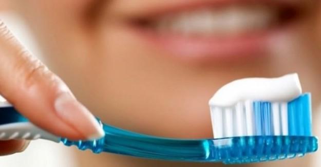 Dişleri Beyazlatırken Çürütüyorsunuz! Herkes Yapıyor Ama Kimse Bilmiyor!