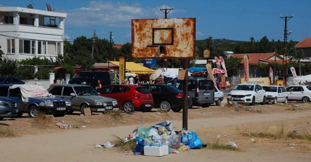 Edirne'den Evine Dönen Tatilciler Çöplerini Sahil Kenarlarında Bıraktı