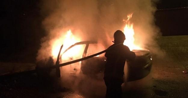 Elazığ'da Park Halindeki Otomobil Yandı!