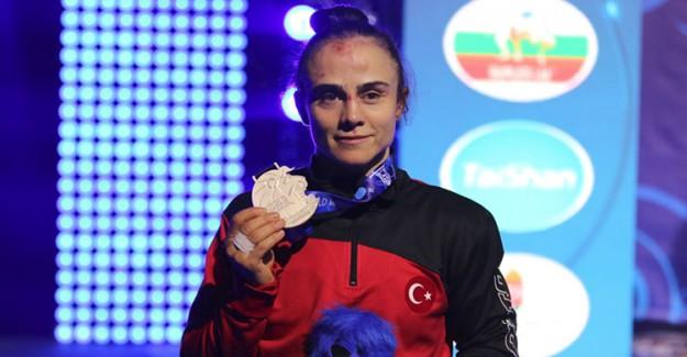 Elif Jale Yeşilırmak Dünya Güreş Şampiyonası'nda 2. Oldu!