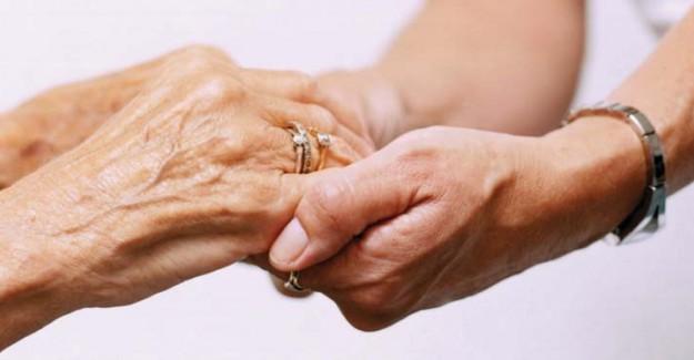 Ellerdeki Titreme Parkinson Belirtisi
