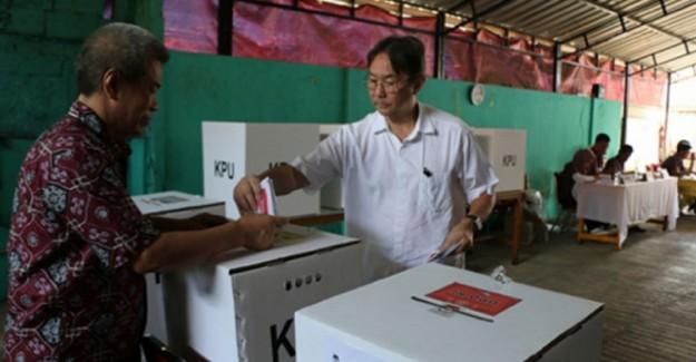 Endonezya'da Halk Devlet Başkanlığı ve Milletvekili Seçimi İçin Sandık Başında