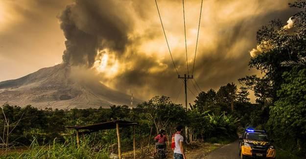 Endonezya'da Sinabung Yanardağı'nda Patlama Yaşandı!