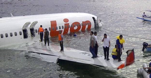 Endonezya'daki Uçak Kazasının Yeri Keşfedildi