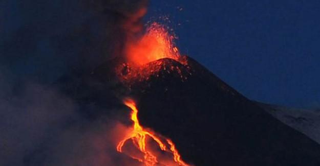 Endonezya'daki Yanardağ için Alarm Seviyesi Yükseltildi