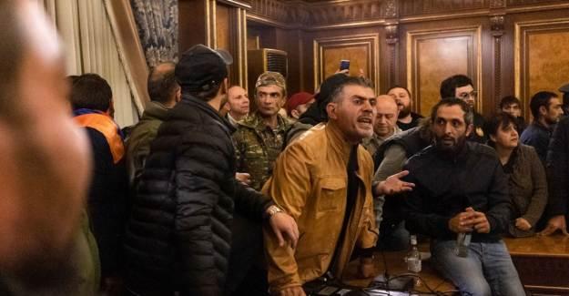 Ermenistan'da Muhalefet Partileri Protestoya Hazırlanıyor