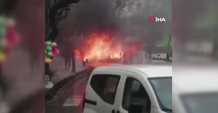 Esenler'de Park Halindeki Araç Yanarak Küle Döndü