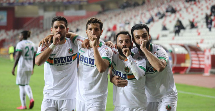 Eski Fenerli Sezon Sonunda Galatasaray'da