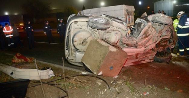 Eskişehir'de Otomobil Aydınlatma Direğine Çarptı: 1 Ölü!