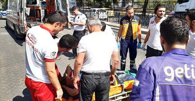 Fatih'te Tramvay İle Motosikletli Kurye Çarpıştı: 1 Yaralı