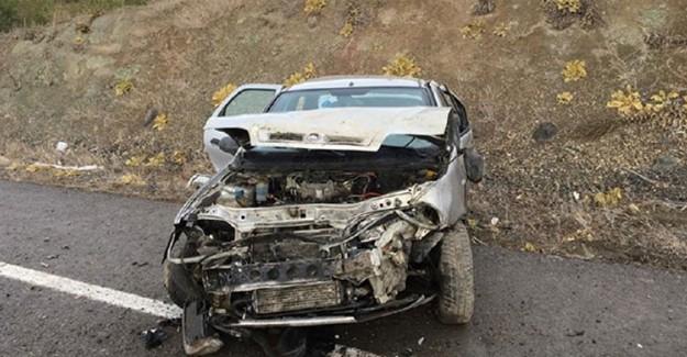 Feci Kaza! Tekerleği Patlayan Araç Takla Attı