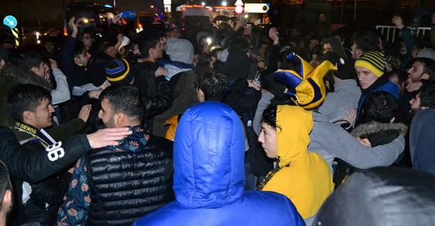 Fenerbahçe Taraftarından Samandıra'ya Ersun Yanal Çıkarması!