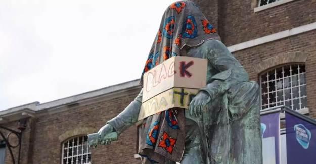 Floyd İçin Toplanan Göstericiler Kölelik Sembollerini Yıkıyor