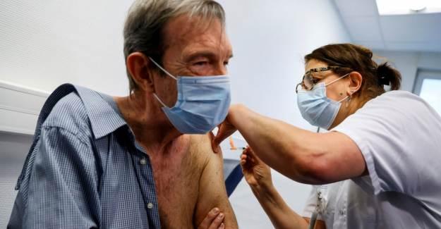 Fransa'da Aşı Kampanyası Alay Konusu Oldu