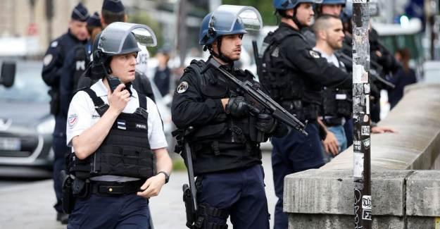Fransa'da Müslüman Sivil Toplum Kuruluşuna Baskın