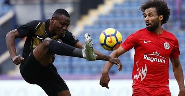Galatasaray Milli Futbolcuyu İstiyor