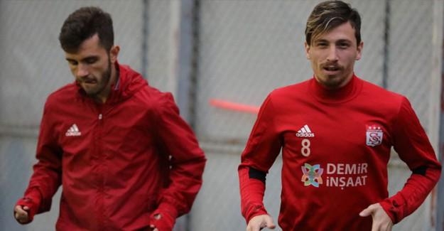 Galatasaray'a Emre Kılınç Ve Mert Hakan Geliyor!