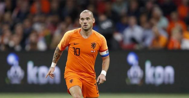 Galatasaray'ın Eski Yıldızı Sneijder Kaza Geçirdi!