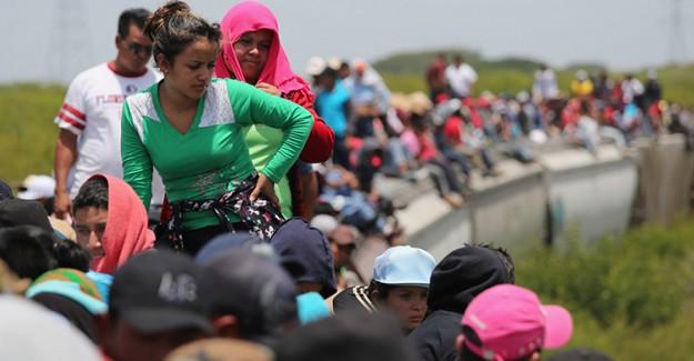 Göçmen Kafilesi Guatemala Sınırında Durduruldu