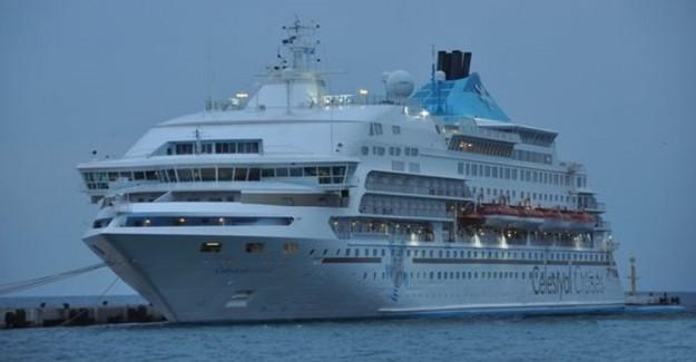 Hong Kong'da Bin 800 Yolcuyu Taşıyan Gemi Karantinaya Alındı